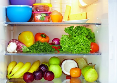 objetos na geladeira