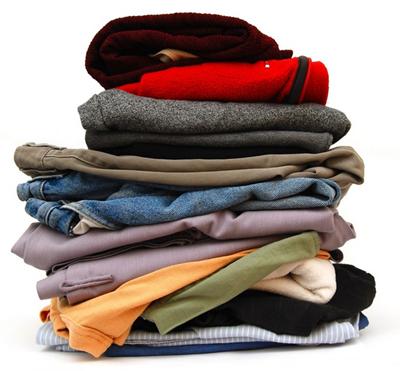 pilhas de roupas