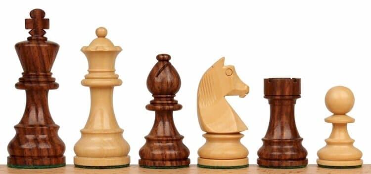 Design simples de peças de xadrez que funcionará bem com este exercício de perspectiva de dois pontos.