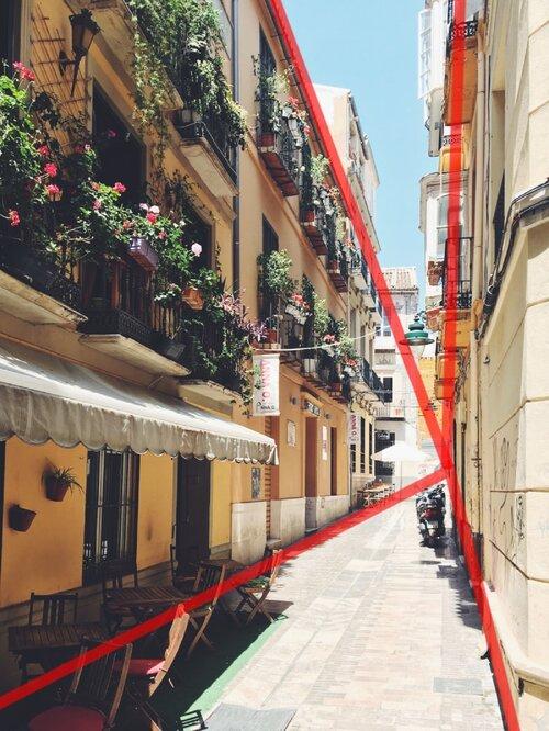 Fotografia da rua da cidade mostrando a perspectiva com PF no horizonte (não visível).